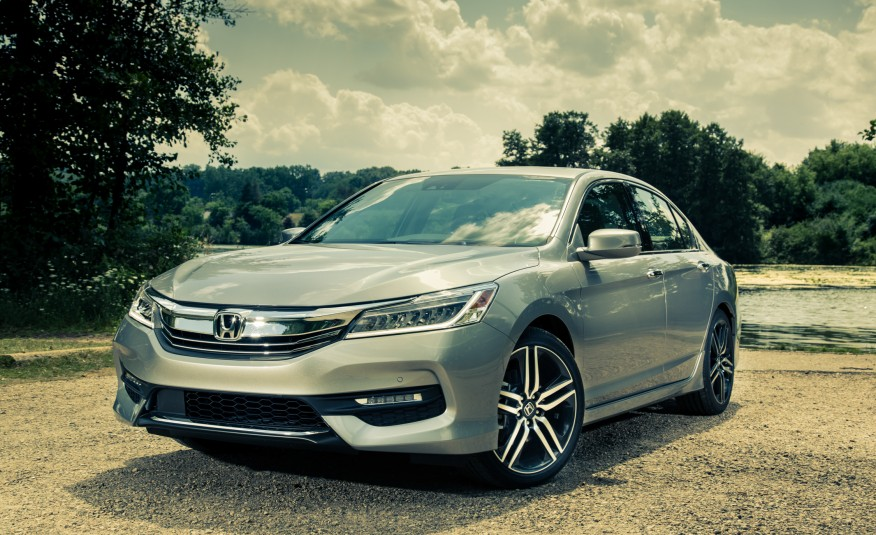 2017-honda-accord-touring-106-876x535