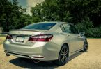 2017-honda-accord-touring-107-876x535